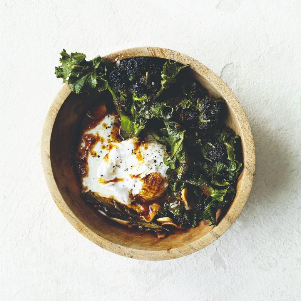Time 'Ontbijtrecept': bimi met gerookte paprikapoeder, yoghurt & eieren
