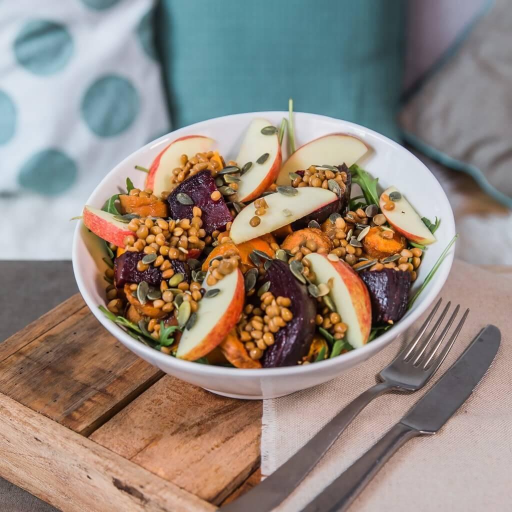 Groenten van Roos: Salade met biet, wortel, zoete aardappel en linzen