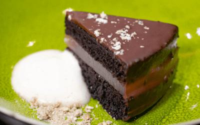 Chocoladetaart met kriekenbiergelei en jeneverbesschuim