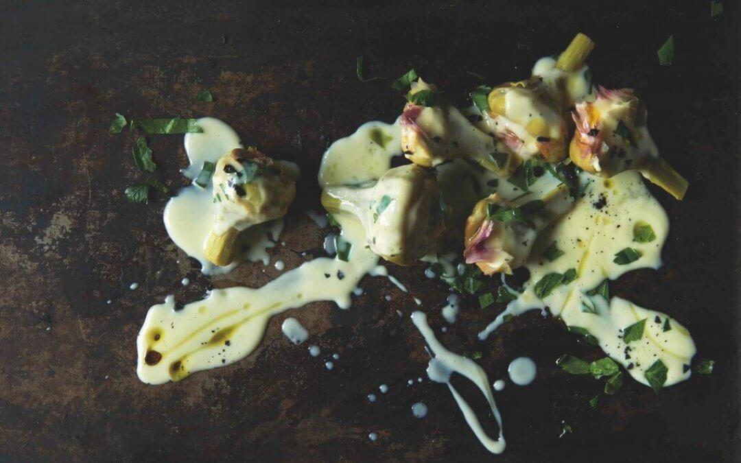 Griekse keuken: artisjokken met ei-citroensaus