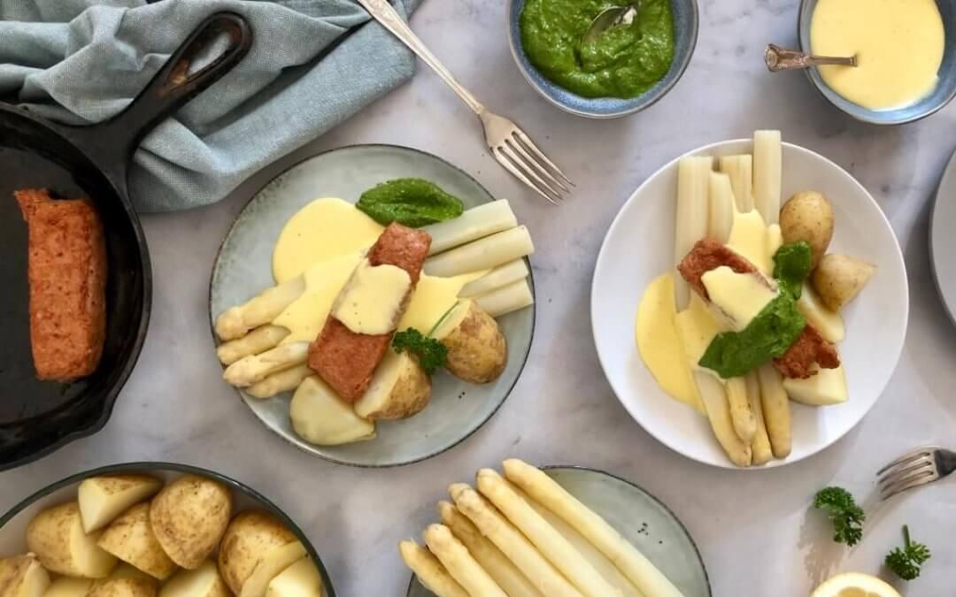 Witte asperges met Hollandaisesaus en vegan zalm Fillets van SoFine