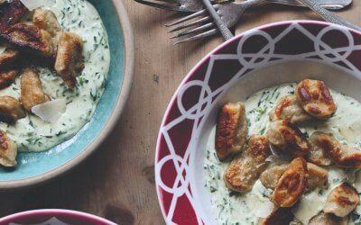 De Duitse keuken: kleine aardappelknoedels met romige spinazie