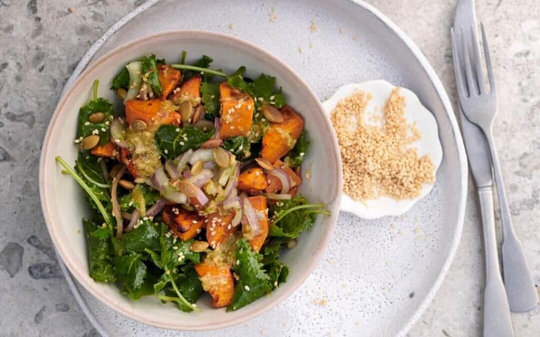 Eet, reset, heal: salade van boerenkool & zoete aardappel met miso
