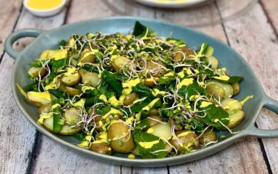 Gebakken aardappelsalade met groene asperges en saffraan-aioli