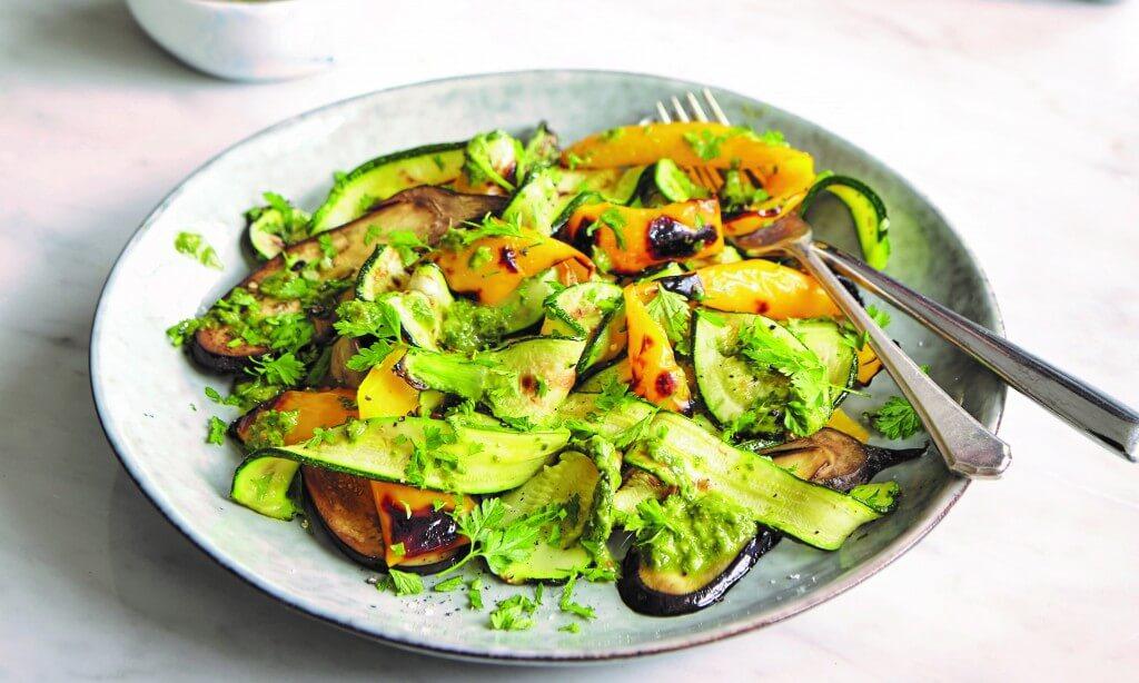 Deliciously Ella: Simpele courgette-pastasalade