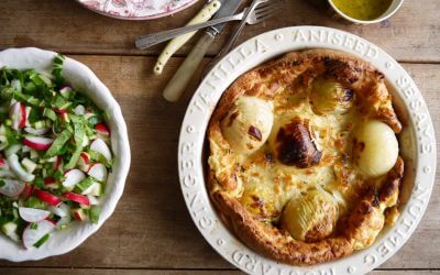 Toad in the hole met salade van knapperige groenten