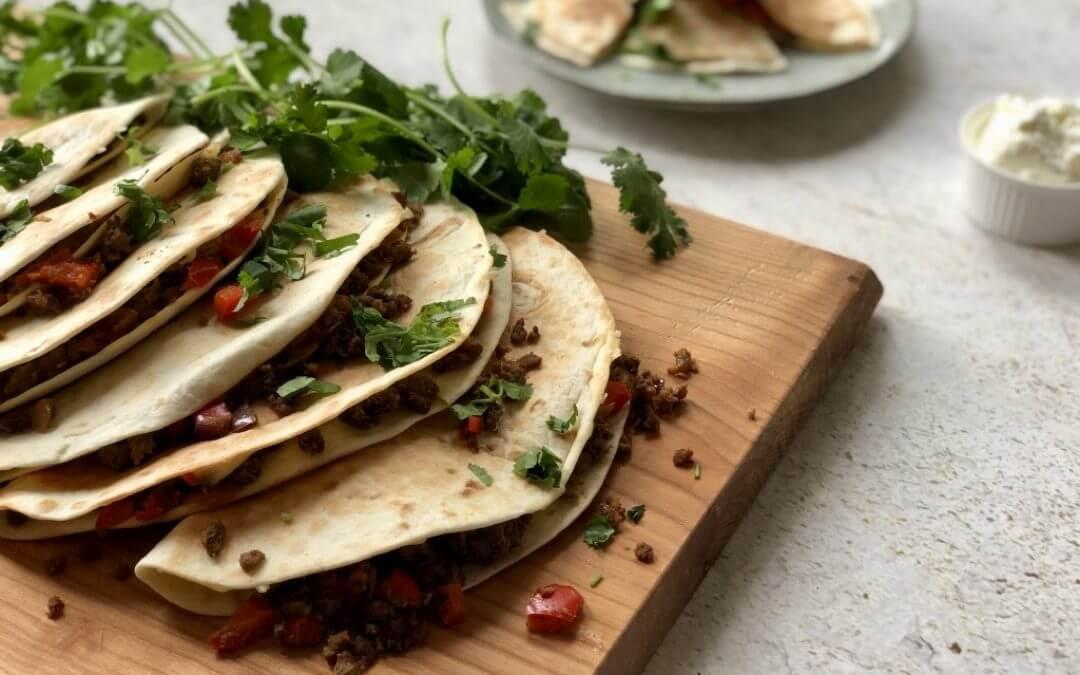 Kruidige Pulled Oats quesadilla's met paprika en rode ui