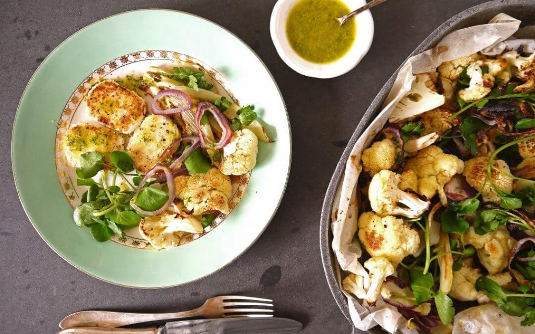 Salade van waterkers, geroosterde bloemkool, venkel en dragon