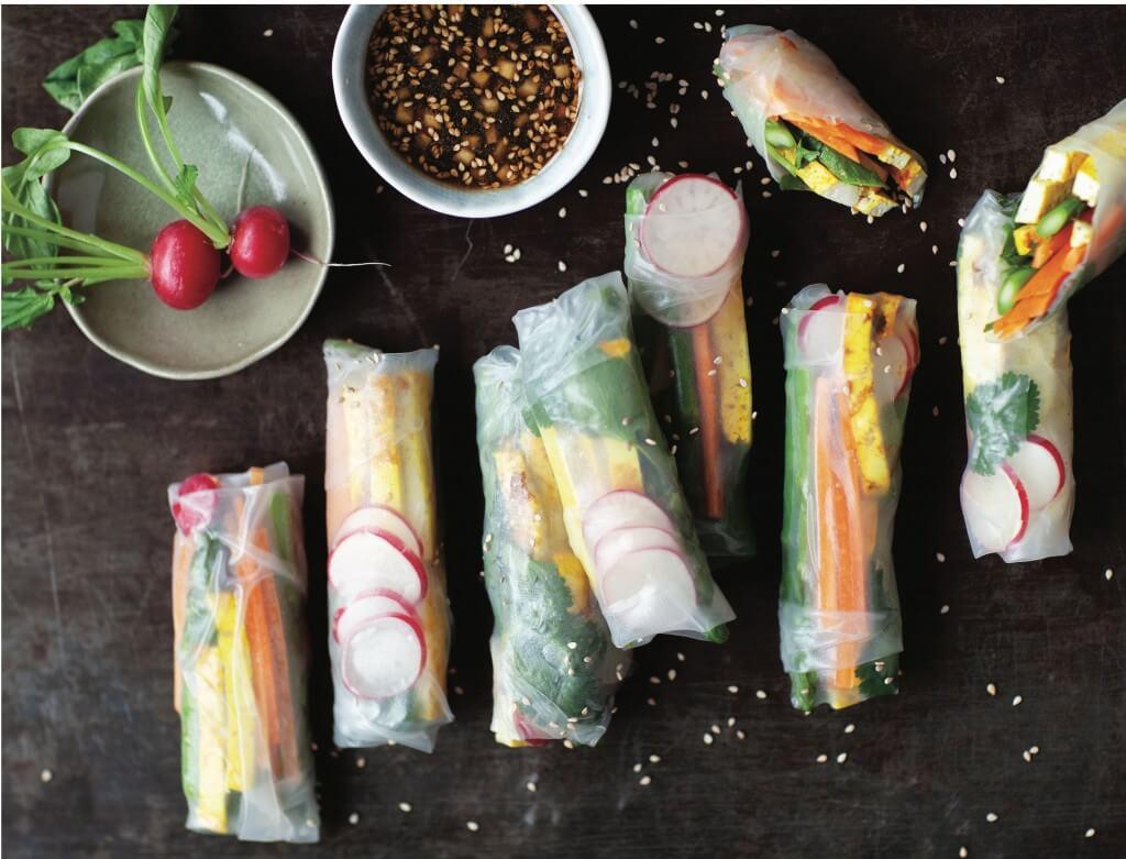Vegan Monday: Springrolls met gegrilde kurkuma-tofu en dip