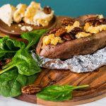 Vegan Monday: gepofte zoete aardappel met tofu en pecannoten