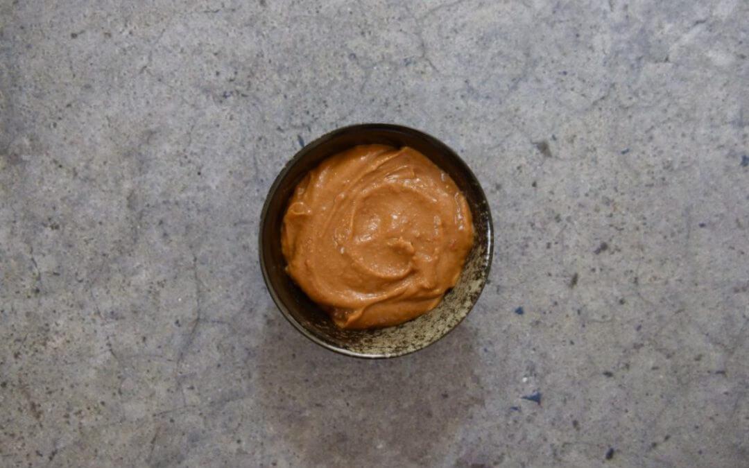Zelf pindasaus maken met 4 ingrediënten