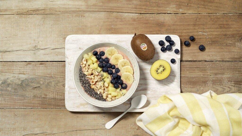 Ontbijtbowl met kiwi en chiazaad