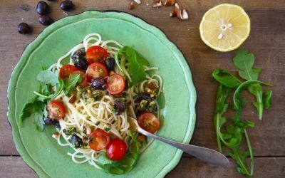 Spaghetti met cherrytomaatjes en pesto van amandel, olijf en peterselie