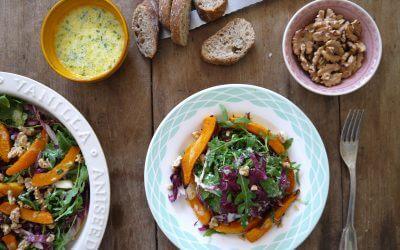 Geroosterde pompoensalade met rucola, roodlof en karnemelkdressing