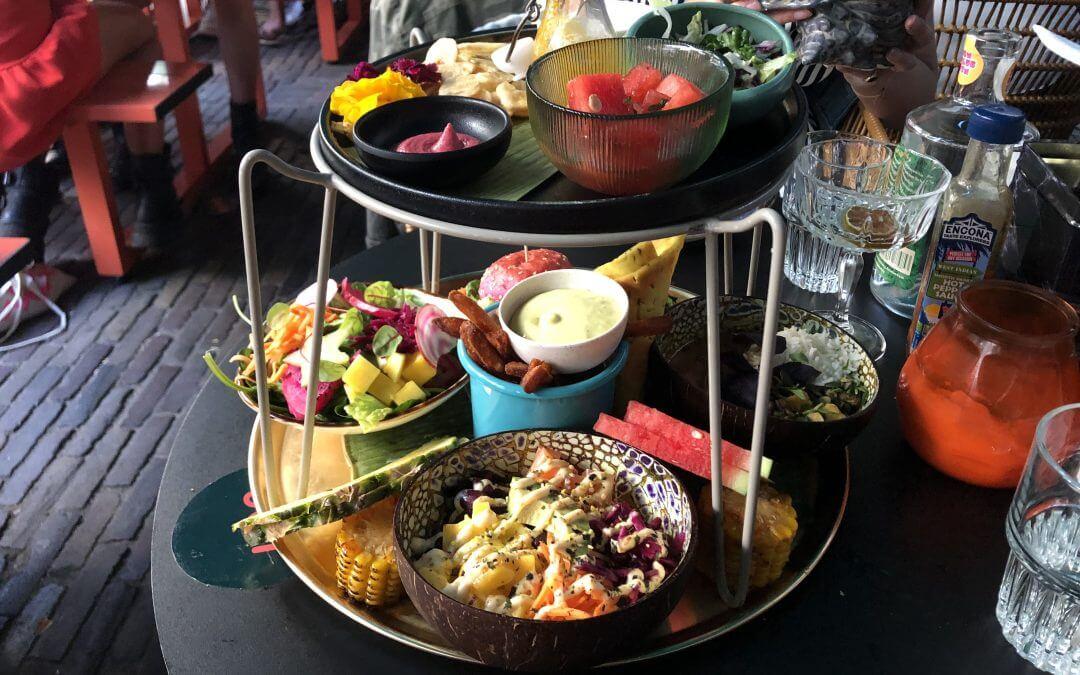Rum Club Utrecht: vegan platters & cocktails aan de gracht