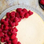 Sinner saturday: sinaasappel ricotta-cheesecake met frambozen