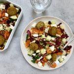 Vegetarische lunch: couscoussalade met falafel en hummus