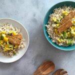 Vega budget: Rijst met crispy tofu en avocado-mango salsa