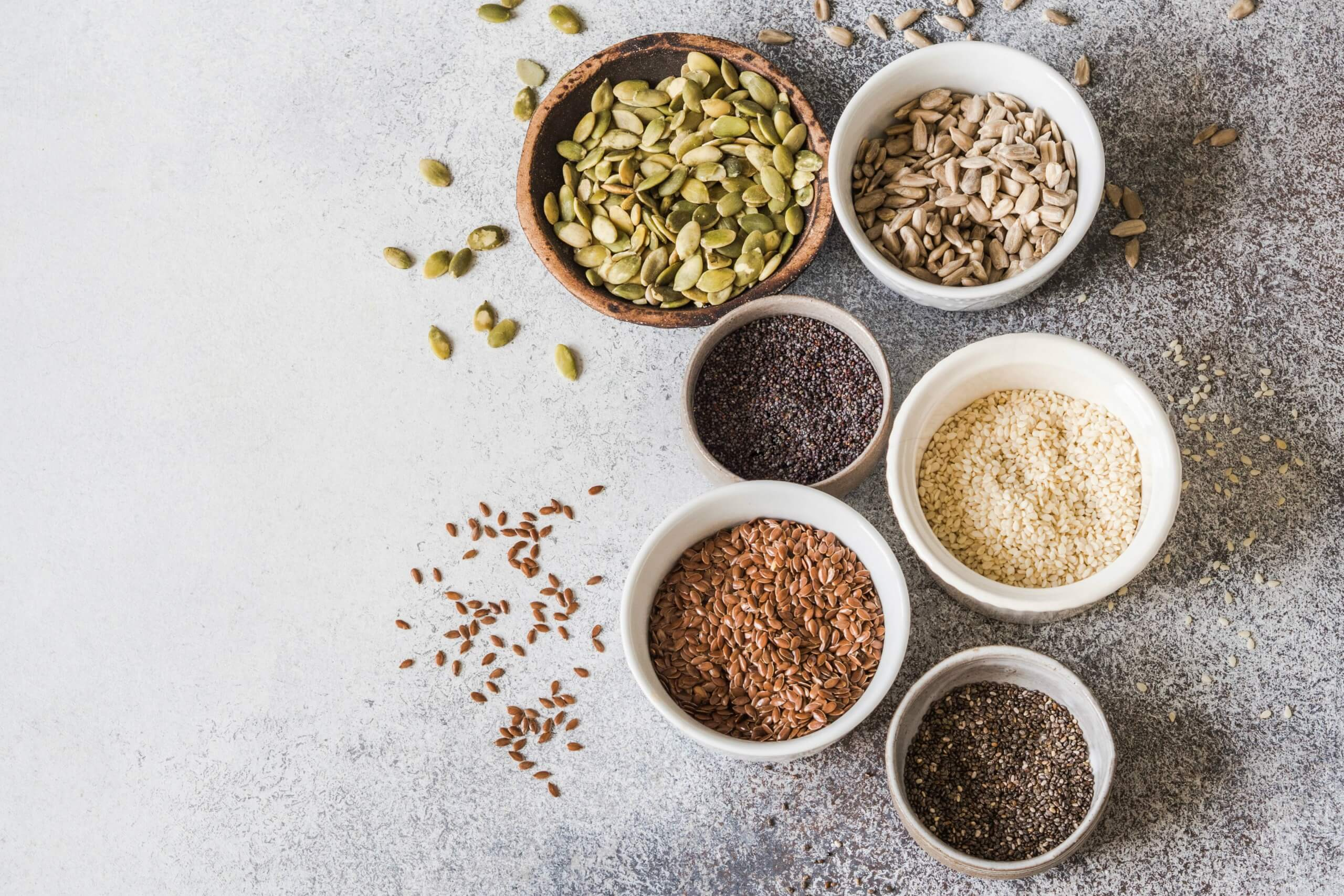 Alle soorten zaden en pitten op een rijtje