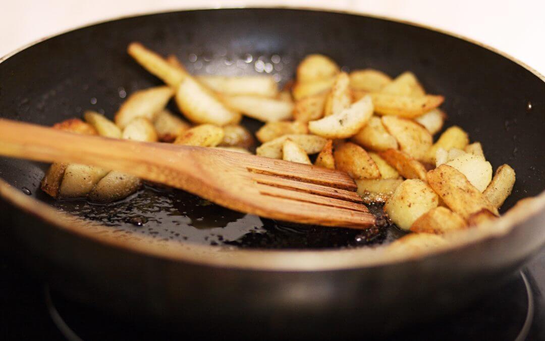 Wanneer gebruik je olie en wanneer gebruik je vloeibare margarine in de keuken?
