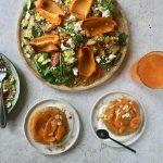Vegetarisch driegangenmenu met oranje paprika