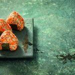 De Japanse keuken: onigiri met wortel en umeboshi