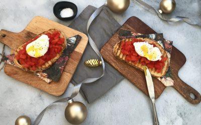 VEGA Kerstmenu: tomatentartaar met een gepocheerd eitje op een toastje