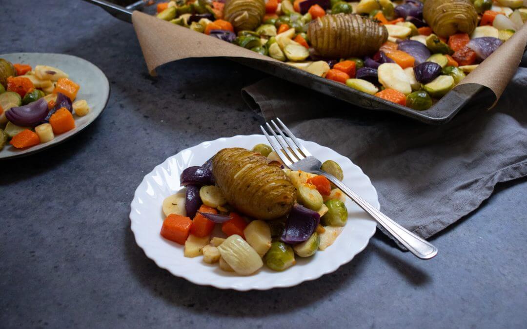 Hasselback aardappels met Winterse groenten uit de oven