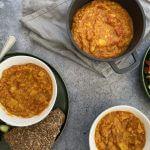 Vegan budget: Rode linzensoep met tomaten-komkommer salade