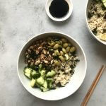 Vegan budget: sushibowl met knapperige tofu en nori