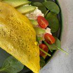 Eggwrap met spinazie, hüttenkäse en tomaat