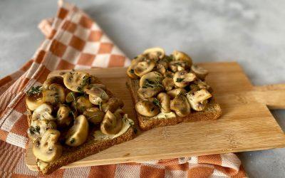 NWZV: paddenstoelen met zeezoutboter en tijm op toast