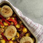 AVG-notenburger met groenten en aardappel traybake