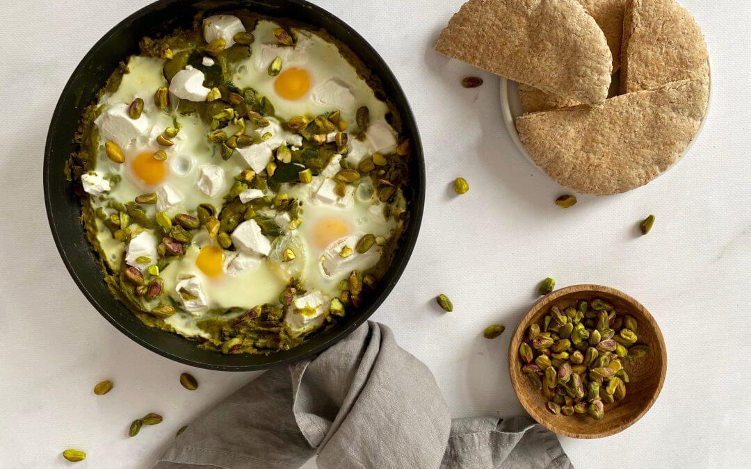 NWZV: groene Shakshuka met geitenkaas, avocado en pita