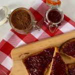 Toast met homemade notenpasta en fruitspread