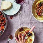 Vers uit de oven: de lekkerste vegetarische saus met aubergine