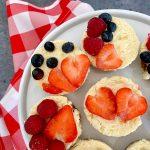 Moederdag gebak: mini cheesecakes met roodfruit