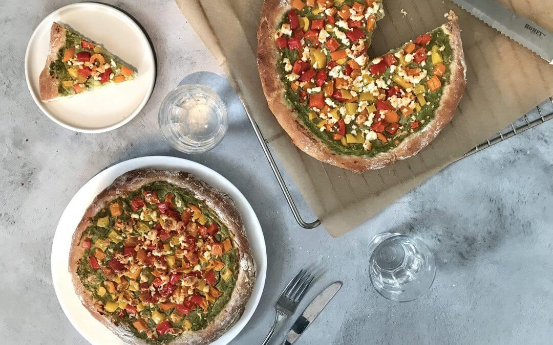 Vega budget: pizza hummus met gegrilde paprika en feta