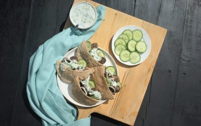 Pita köfte met Griekse yoghurtsaus