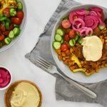 Falafel bowl met gegrilde groenten en hummus