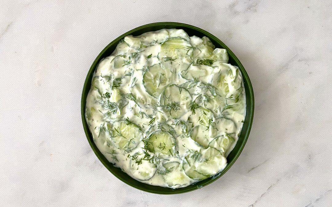 Zelf komkommersalade maken met 4 ingrediënten