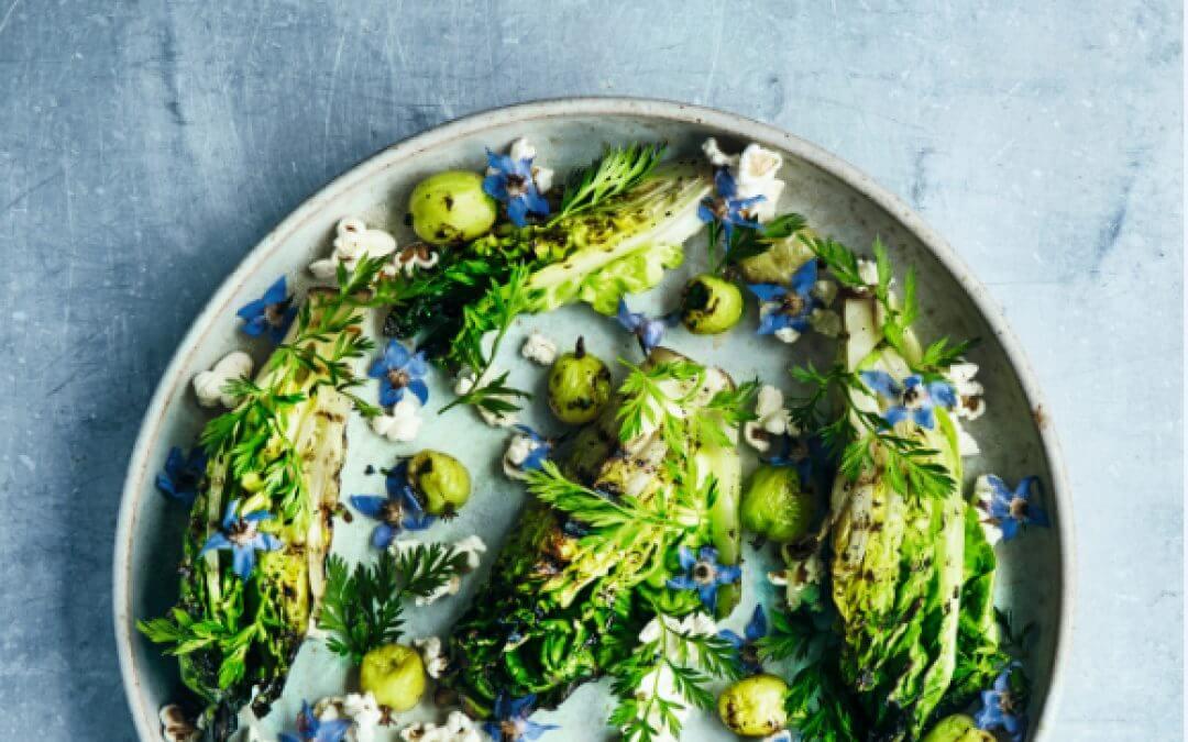 Goed eten: gegrilde sla en kruisbessen met popcorn