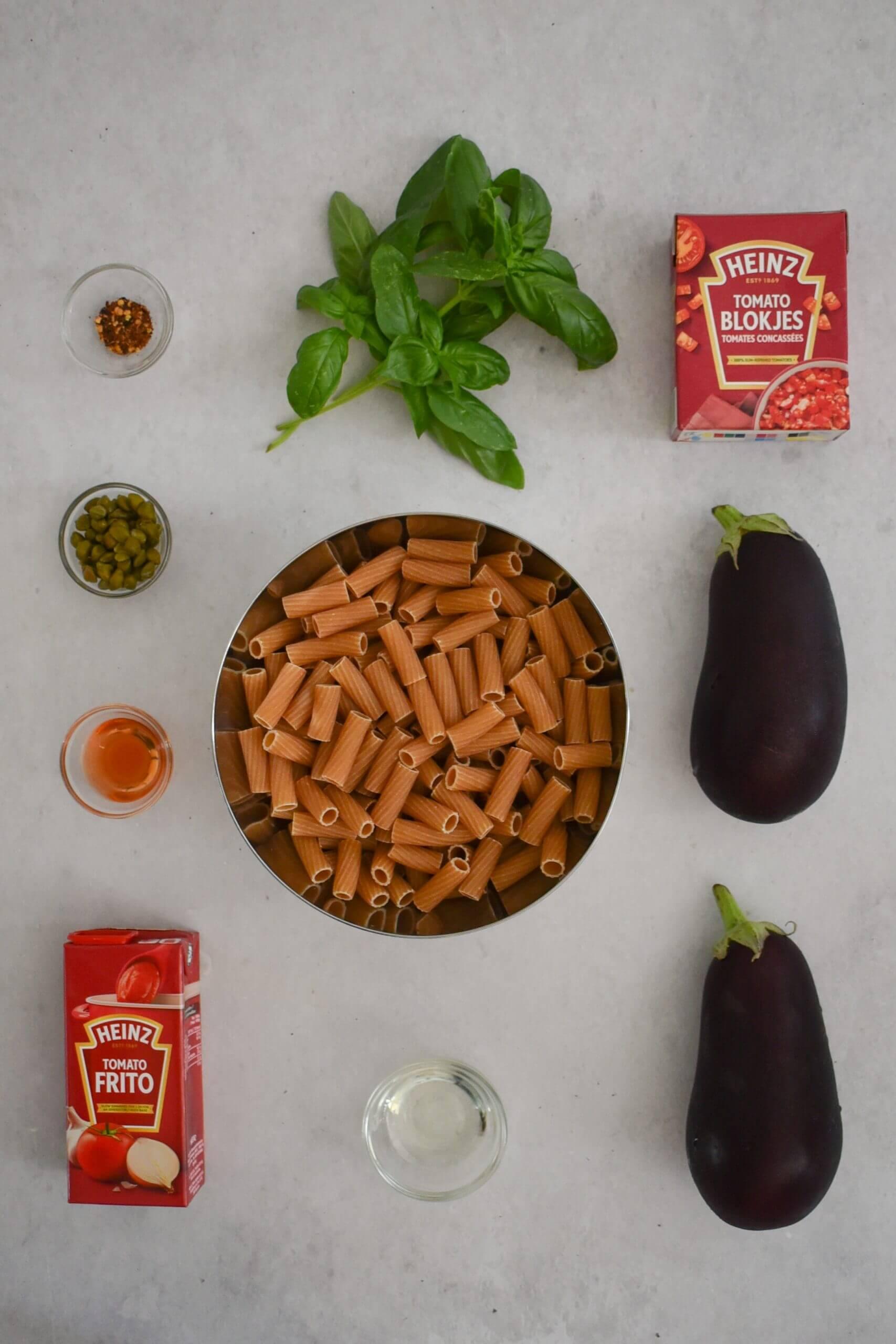 Vegan pasta met aubergine in tomatensaus Ingredienten