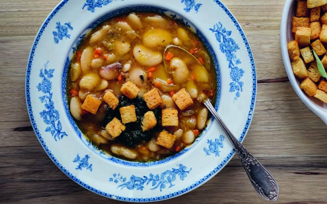 Comfort food met groente: cassoulet met pistou en saliecroutons