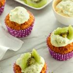 Volkoren muffins met haver, roomkaas en kiwi