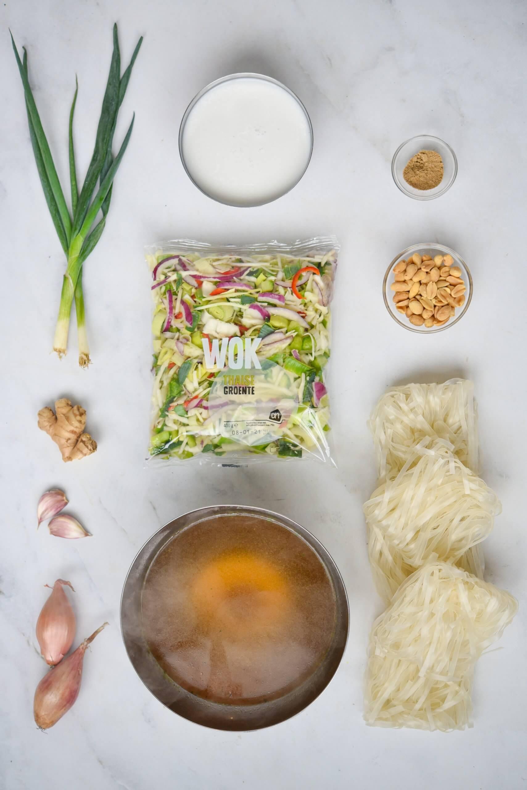 Noedelsoep met Thaise wokgroente en geroosterde pinda's - ingrediënten