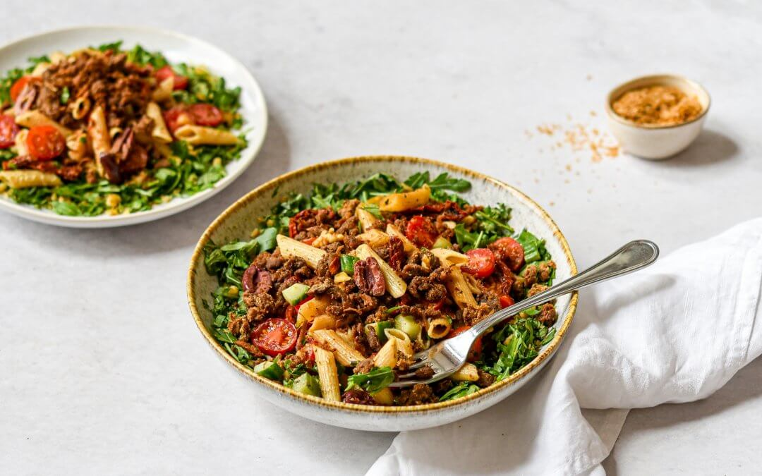 Vegan pastasalade met crunchy Pulled Oats