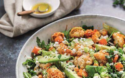 Makkelijk & Snel: Geroosterde bloemkoolsalade met kikkererwten & avocado