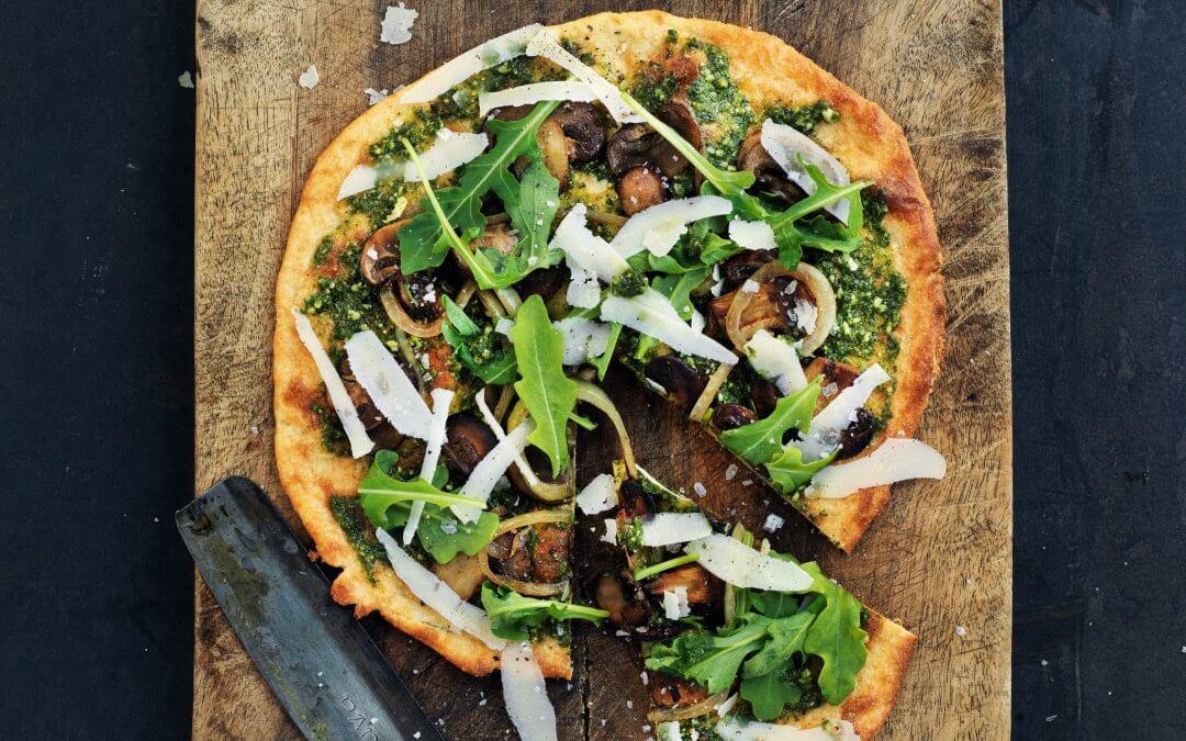 Het complete Keto-dieet: pizza bianca met champignons en ui