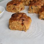 Vegetarisch paasmenu: hartig breekbrood met zongedroogde tomaat en olijven